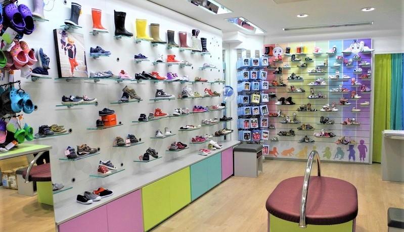 intérieur boutique bambinos chaussures